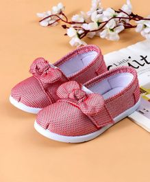 68f9646a4912a0 Cute Walk by Babyhug Casual Shoes Bow Applique - Coral