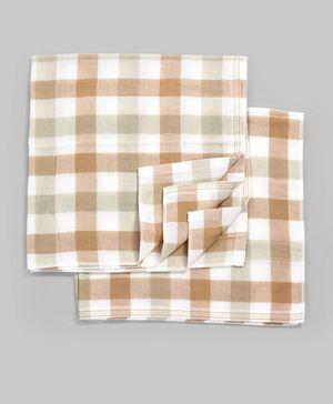 White & Brown Checkered Set of 2 Diaper Cloths