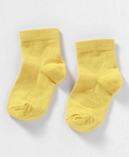 Cute Walk by Babyhug Anti Bacterial Ankle Length Solid Socks - Yellow