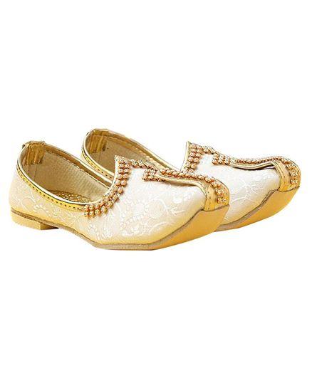 Tahanis Printed & Stones Embellished Mojaris - Golden