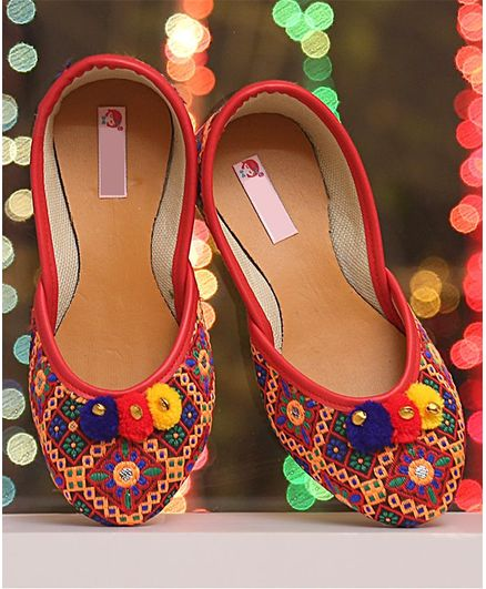 Dchica Flower Embroidered Pom Pom Detail Mojaris - Multicolor