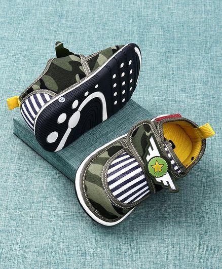 Cute Walk by Babyhug Canvas Shoes - Green