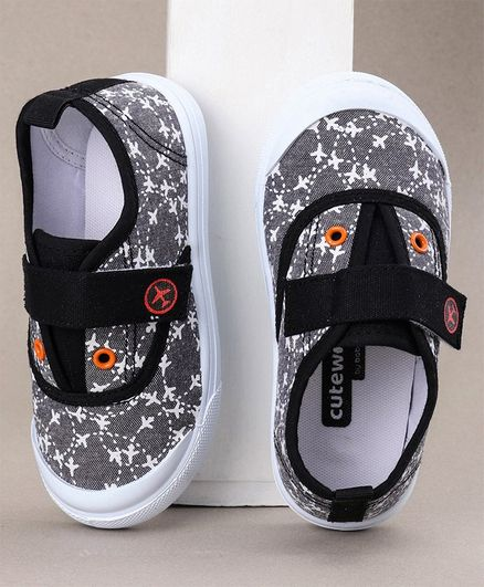 Cute Walk by Babyhug Canvas Shoes Aeroplane Print - Black