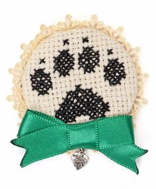 Soulfulsaai Cross Stitch Paw Design Broach - White