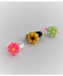 Bobbles & Scallops Set Of 3 Plastic Adjustable Resin Flower Ring - Dark Pink Yellow & Light Green