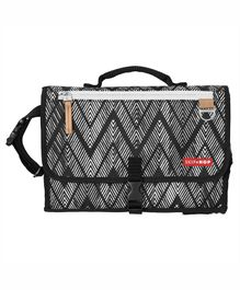 Skip Hop Pronto Signature Zig Zag Zebra Pattern - Black White