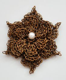 Bobbles & Scallops Crochet Flower Design Brooch - Golden