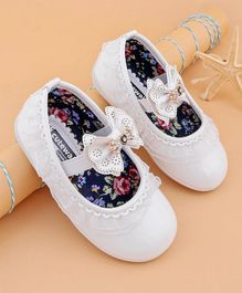 Cute Walk by Babyhug Bellies With Lace & Bow Embellishment - White