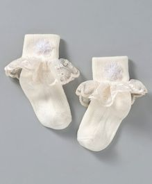 44cfd82aafe4 Mustang Ankle Length Socks With Frills - Off White