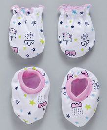 Babyhug Cotton Mittens & Booties Set Multi Print - White Pink
