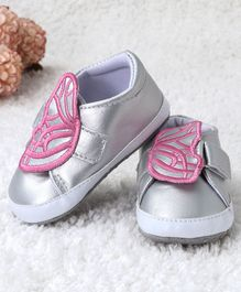 Kidlingss Butterfly Applique Velcro Straps Booties - Silver
