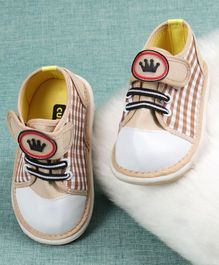 Cute Walk By Babyhug Casual Shoes Crown Design - Brown