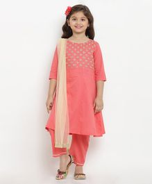 Bitiya By Bhama Floral Embroidered Three Fourth Sleeves Kurta With Pants & Net Dupatta - Peach