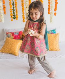 Tiber Taber Sleeveless Flowers Printed Kurta With Pyjama & Dupatta Set - Pink