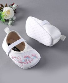 Cute Walk by Babyhug Booties Floral Embroidery - White