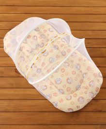 Babyhug Bedding Set With Center Zip Mosquito Net Heart Print- Cream