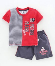 Teddy Half Sleeves Tee & Shorts Text Print - Red Grey