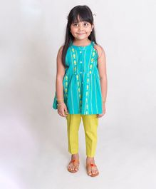 Tiber Taber Sleeveless Fish Embroidery Detailing Kurta & Pajama Set - Light Blue & Green