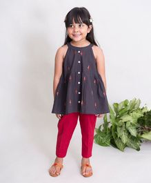 Tiber Taber Sleeveless Leaves Embroidery Detailing Kurta & Pajama Set - Grey & Red
