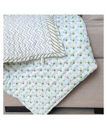 Ikeda Designs Reversible Baby Quilt Star Print - Multicolor