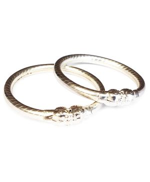 Akinos Kids Set Of 2 Stylish Bangle - Silver