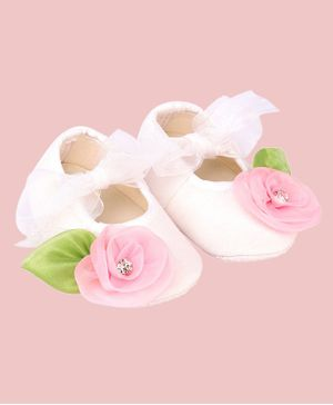 Daizy Flower With Leaf Applique Booties- White