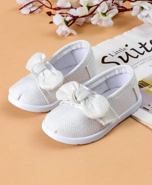 Cute Walk by Babyhug Casual Shoes Bow Applique - White