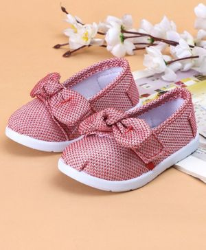 Cute Walk by Babyhug Casual Shoes Bow Applique - Coral