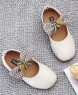 Kidlingss Bow & Heart Applique Velcro Straps Bellies  - Beige