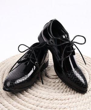 Cute Walk by Babyhug Formal Shoes - Black