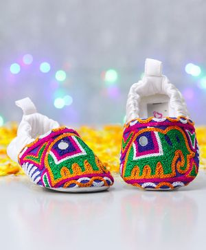 Ivee Crochet Elephant Pattern Soft Sole Booties - White