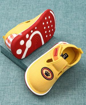 Cute Walk by Babyhug Canvas Shoes Crown Patch - Yellow