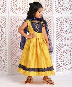 M'andy Leaves Detailed Sleeveless Anarkali With Dupatta - Golden