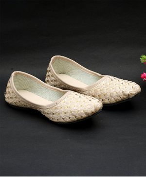 Little Palz Shell Embroidered Mojaris - Cream