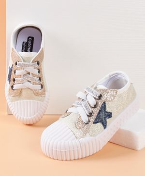 Cute Walk by Babyhug Casual Shoes Star Patch - White