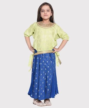 Wondermom Fish Design Three Fourth Sleeves Top With Skirt - Green & Blue