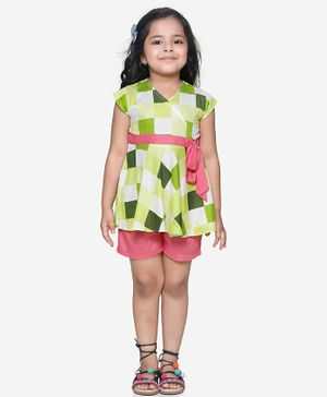 Lilpicks Couture Checkered Peplum Cap Sleeves Top With Shorts Set - Lime Green