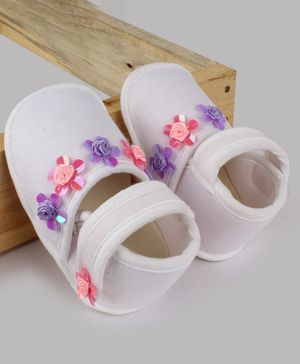 Daizy Flower Applique Velcro Closure Booties - White
