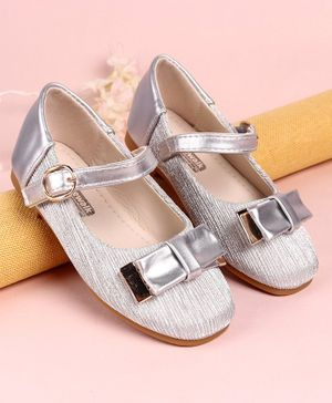 Cute Walk by Babyhug Belly Shoes Bow Applique - Silver