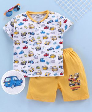 Cucumber Half Sleeves Tee & Shorts Car Print - White Yellow