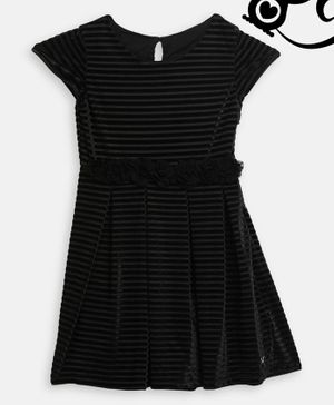 Blue Giraffe Cap Sleeves Self Striped Pleated Dress - Black