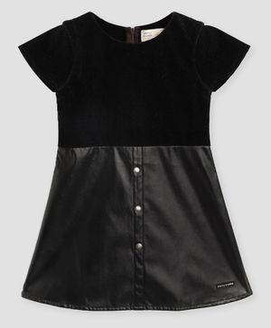 Cherry Crumble By Nitt Hyman Short Sleeves Solid Little Black Dress - Black