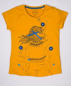 ParrotCrow Short Sleeves Monochromatic Girl With Flower Printed T Shirt - Yellow