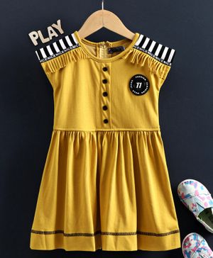 Enfance Cap Sleeves Solid Color Striped On Shoulder Regular Dress - Gold