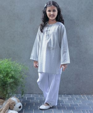 Bellazaara Full Sleeves Chevron Print Kurti With Pajama - Grey