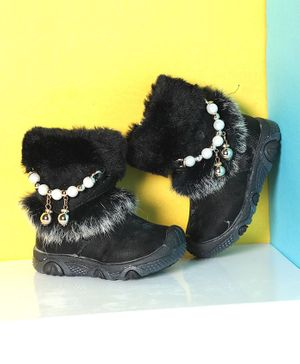 PASSION PETALS Winter Boots With Pearl - Black