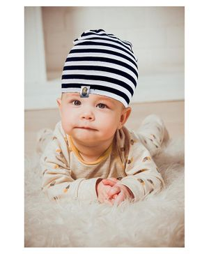 Syga Knitted Stripe Cap Black White - Circumference 40 to 55 cm