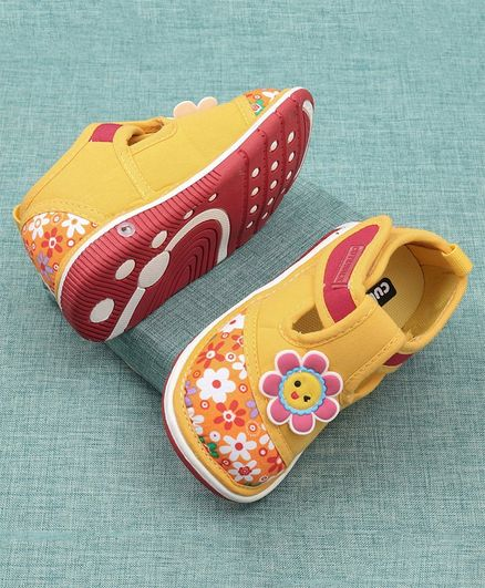 Cute Walk by Babyhug Casual Shoes Floral Design - Yellow