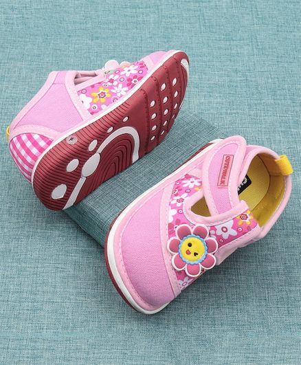 Cute Walk by Babyhug Casual Shoes Floral Design - Light Pink
