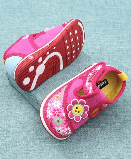 Cute Walk by Babyhug Casual Shoes Floral Design - Pink